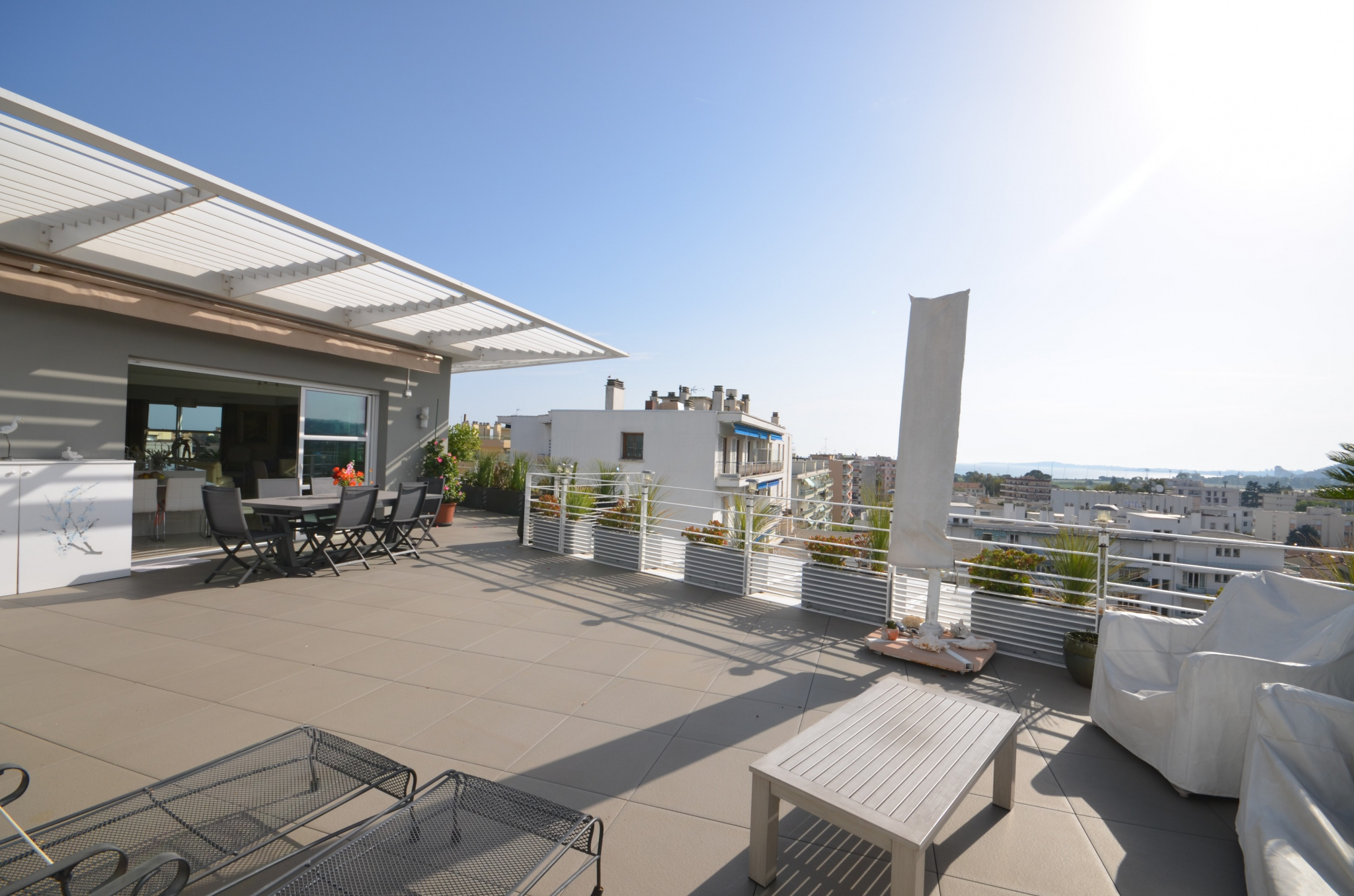 Superbe Villa Sur Le Toit 4 Pièces De 107m Avec De Terrasse De 128m Vue Mer Et Montagne